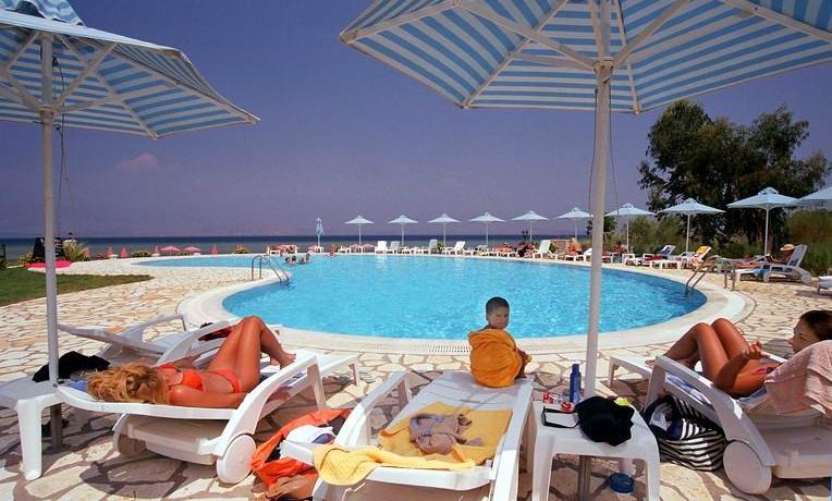 Chrismos_pool_view