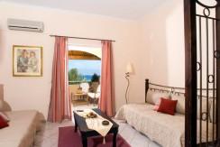 Chrismos_suite_living_room_2