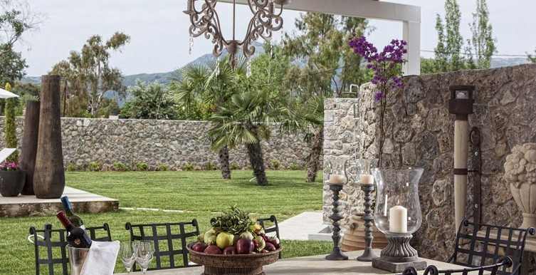 Villa-Anna-Outdoor-Table