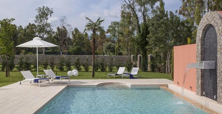 Villa-Daphne-Swimming-Pool-Sunbeds