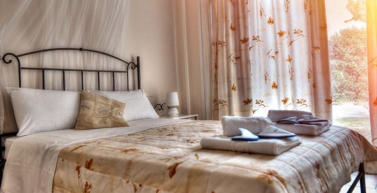 ANNA MAY-BEDROOM 1