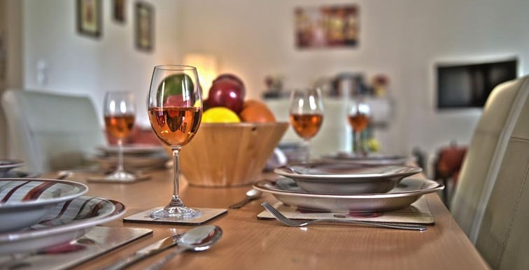 ANNA MAY_DINNING TABLE